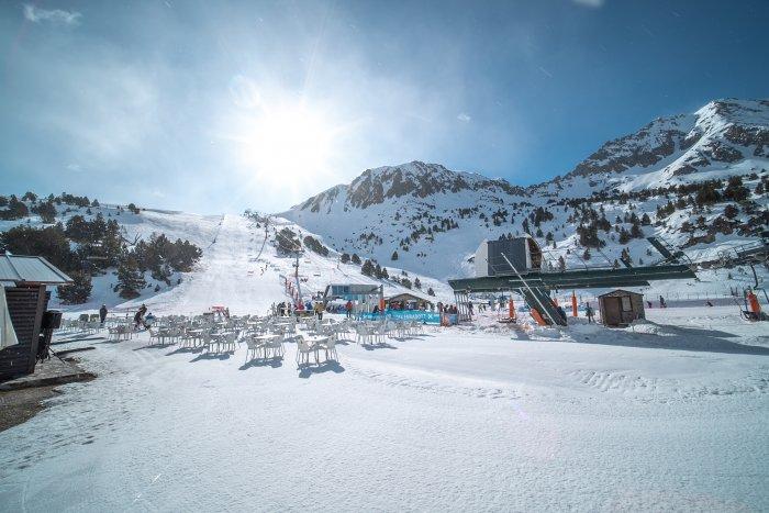 noticia ski Grandvalira, ideal para disfrutar sin límite de la nieve  en familia, con amigos o en pareja