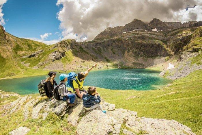 noticia ski Panticosa y Cerler abren del 17 de julio al 30 de agosto para disfrutar de montañas, ibones y excursiones