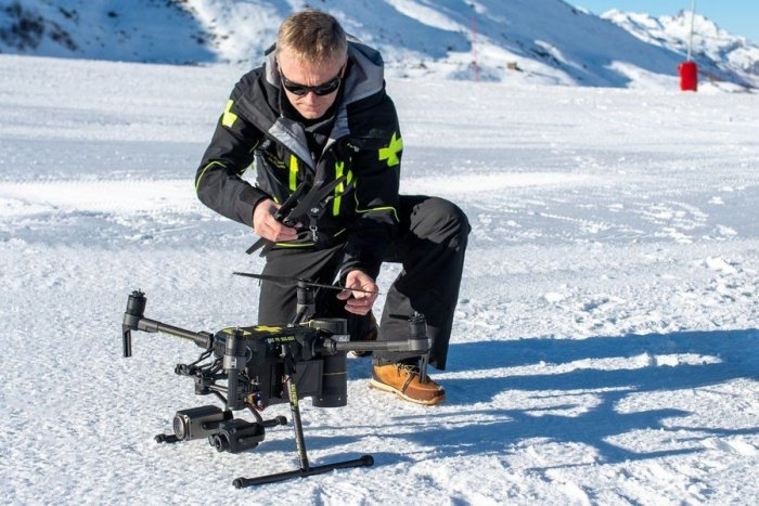 noticia ski Val Thorens tendrá un dron para rescate y advertencia a esquiadores