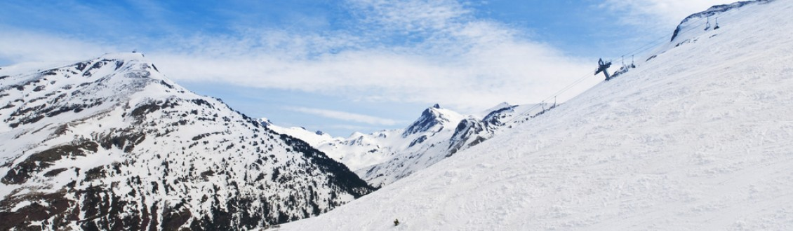 Our Top Deals for 1 night + 1-day Ski Pass in Astun and Candanchú (Pyrenees)